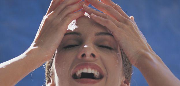 Czy poranne oczyszczanie twarzy szkodzi?