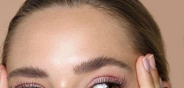 Jak zamaskować cienie i worki pod oczami? 8 topowych korektorów pod oczy