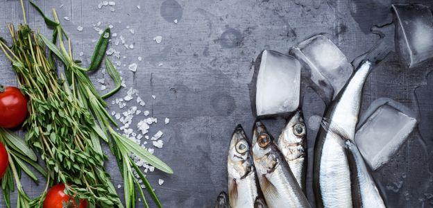Śledziki po myśliwsku z grzybami: prosty przepis na wigilijny stół