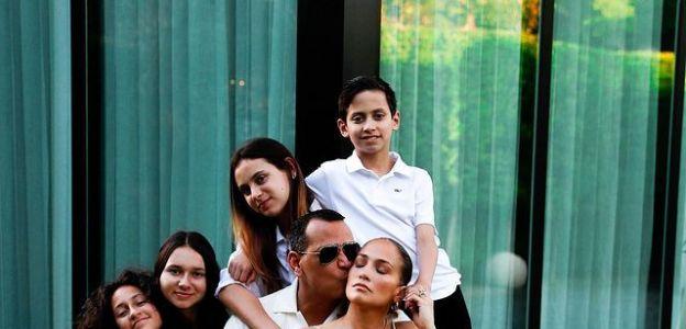Jennifer Lopez i Alex Rodriguez z rodziną