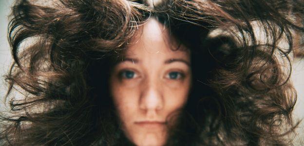 Te nawyki najbardziej niszczą Twoje włosy!