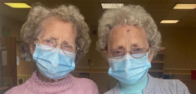 Najstarsze brytyjskie bliźniaczki: 96-letnie Doris Hobday i Lilian Cox
