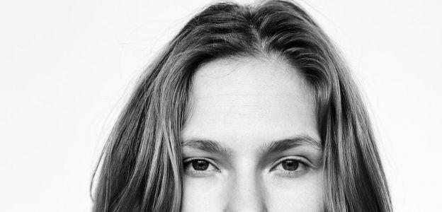 """Żona Piotra Adamczyka, aktorka Karolina Szymczak przeszła operację endometriozy: """"Kobiety milczą w cierpieniu"""""""