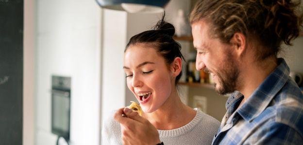 Najlepsze imprezy są w kuchni. 3 pomysły na wspólne gotowanie z przyjaciółmi