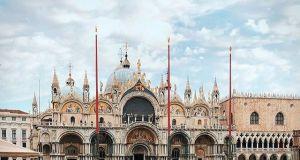 Powódź w Wenecji: woda zalała bazylikę i plac Św. Marka. Dramatyczne zdjęcia
