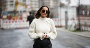 Ten sweter jest hitem sezonu zima 2019: dlaczego warto go mieć w szafie?