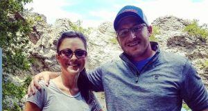 Mąż napisał książkę dla żony, która straciła pamięć podczas porodu: jego gest pokochały miliony