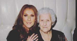 Celine Dion poinformowała o śmierci swojej mamy. Piosenkarka zdobyła się na wzruszający gest