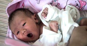 Noworodek z Wuhan wyleczony z koronawirusa - bez leków!