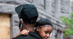 """6-letnia córka George'a Floyda wspomina ojca: """"Tatuś zmienił świat!"""""""