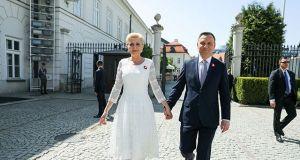 Ile zarabia prezydent Polski, a ile pierwsza dama? Na co mogą liczyć na emeryturze?
