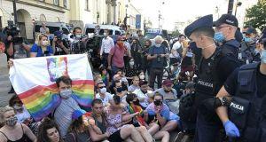 """Policja użyła siły wobec protestujących aktywistów LGBT: """"W cywilizowanym kraju nie groziłyby takie represje. W Rosji owszem"""""""