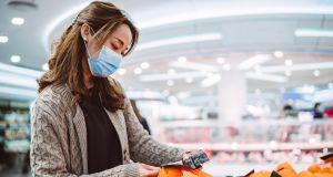 """Maseczki w sklepach będą obowiązkowe? Minister Zdrowia: """"Nie ma wymówek"""""""