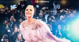 """Lady Gaga nową twarzą perfum Valentino. """"Bądź sobą, kochaj kogo chcesz"""""""