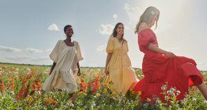 Sukienki Mango na półmetku lata. Zobacz garść naszych inspiracji!