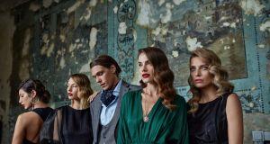 """Answear wypuszcza na jesień przepiękną kolekcję vintage inspirowaną """"Królem"""" Szczepana Twardocha"""