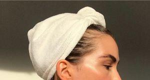 Kwasy na twarz – 5 kosmetyków, które działają jak profesjonalny peeling