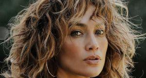 Ta fryzura odmłodzi Cię lepiej niż botoks! Spójrz na  WEAVY BLOND BOB Jennifer Lopez