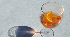 Zapomnij o prosecco. Pomarańczowe wino będzie hitem jesieni 2020
