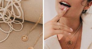 Trendy na jesień 2020: Najmodniejsza biżuteria sezonu z przesłaniem