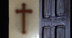 """Apostazja: procedura wystąpienia z Kościoła. To hasło """"googlują"""" od kilku dni tysiące Polek i Polaków"""