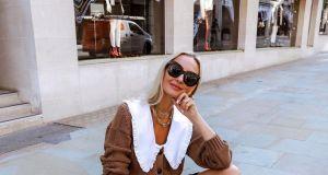 Bluzka z kołnierzem XXL wywołała prawdziwą modową gorączkę. Gwiazdy Instagrama, stylistki i redaktorki mody – wszyscy oszaleli na jej punkcie. Ja też!