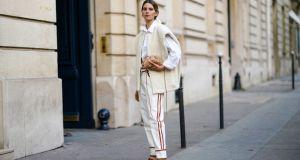 Spodnie z lampasami: podpowiadamy jak je stylizować na co dzień?