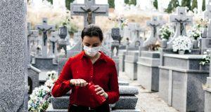 Wszystkich Świętych 2020: Czy cmentarze zostaną zamknięte? Minister Zdrowia zabrał głos w tej sprawie