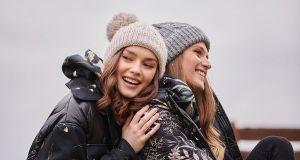 Pikowane płaszcze: najmodniejsze modele z zimowych kolekcji