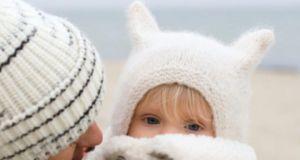 """Zimowe stylizacje. Kasia Tusk i jej córeczka jak dwa stylowe niedźwiadki. Założyły """"MISIA"""" - najmodniejszą kurtkę sezonu!"""