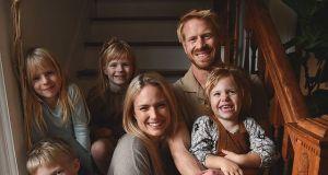 Miała 36 lat, gdy osierociła czwórkę dzieci. Tragiczna historia Emily Mitchell, która miała po raz piąty zostać mamą