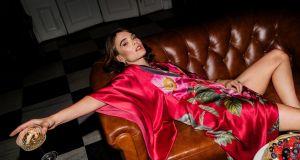 TRENDY 2021: Zmysłowe szlafroki, wygodne piżamy i jedwabne kimona. Te ubrania LOUNGEWEAR polskich marek zamienią Cię w królową buduaru!