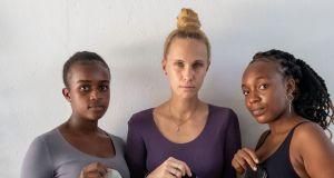 Marka NAGO wspiera ubóstwo menstruacyjne i przekazuje materiały do uszycia wielorazowych podpasek