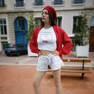 Kobiety zamieszczają na Instagramie zdjęcia w poplamionych krwią ubraniach