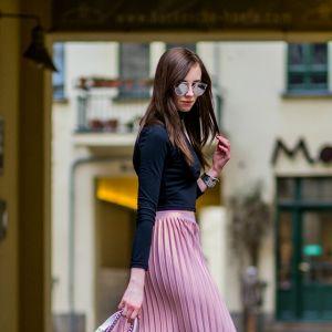 Plisowana-spodnica-rozowa