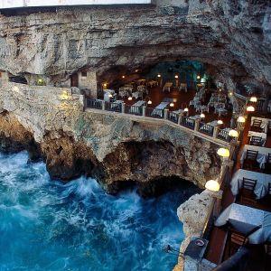 Grotta Palazzese, Puglia