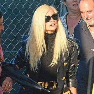 Penelope Cruz w blondzie jako Donatella Versace
