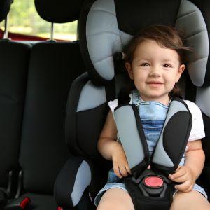 Jak nie przewozić dziecka w samochodzie? Poskręcane pasy