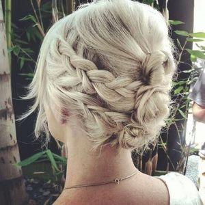 Fryzura ślubna dla krótkich włosów z warkoczami