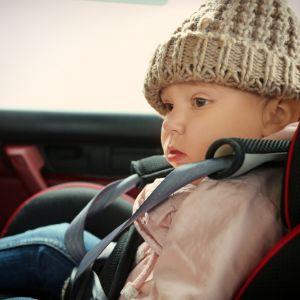 Jak nie przewozić dziecka w samochodzie? Luźne pasy
