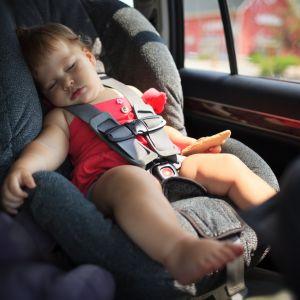 Jak nie przewozić dziecka w samochodzie? Klamra