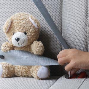 Jak nie przewozić dziecka w samochodzie? Brak fotelika