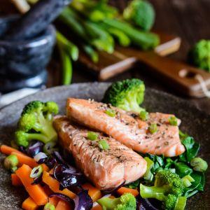 Dieta rozdzielna: łosoś i brokuły