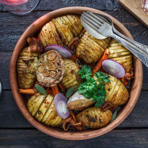Przepisy na Andrzejki: pieczone ziemniaki husselback
