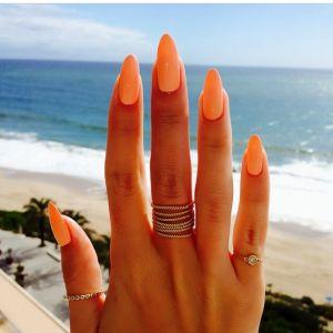 Koralowe paznokcie