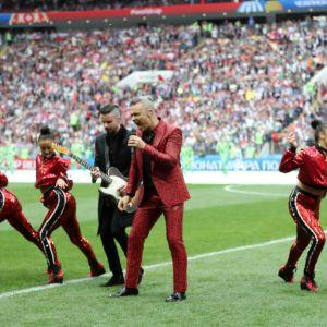 Robbie Williams podczas ceremonii otwarcia Mundialu 2018