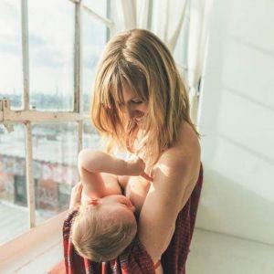 Karmienie piersią piękne zdjęcia matek karmiących