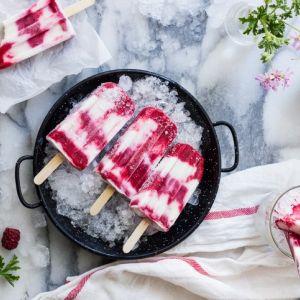 Lody jogurtowe z malinami