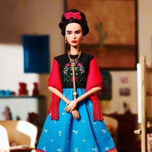 Barbie jako malarka Frida Kahlo