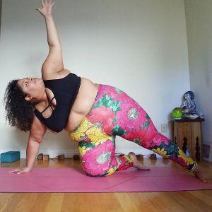 Instruktorka jogi plus size